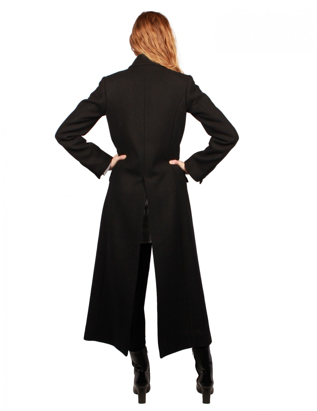femme-long-manteau-noir-isabel-benenato-fw17.jpg 6d1971a6400