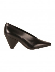 premiata V-neck pumps in smooth black leather