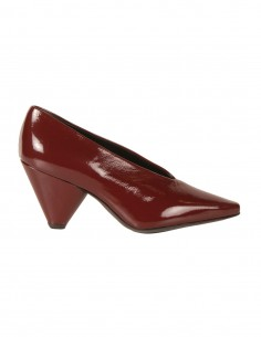 premiata Escarpins V-neck en cuir brillant bordeaux