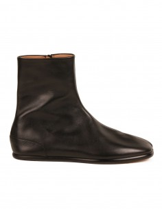"""MAISON MARGIELA High """"Tabi"""" boots made in black leather"""