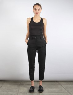 BENENATO black cropped carrot pants