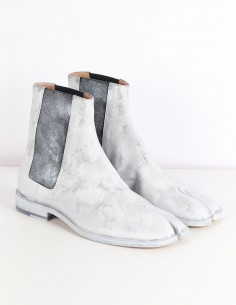 "MAISON MARGIELA White ""Tabi"" chelsea boots paint effect"
