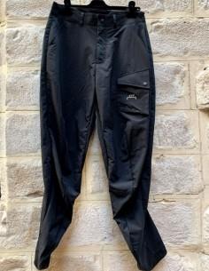 Pantalon curve à poche pression en nylon noir a cold wall