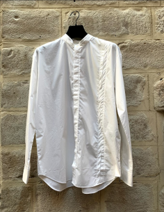 Light and white shirt with mao collar isabel benenato for men