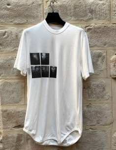 JULIUS Long white tee with print