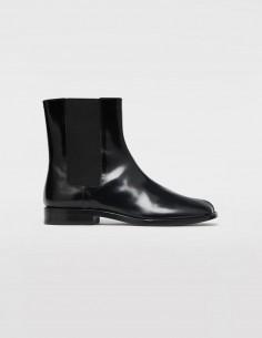 "MAISON MARGIELA black chelsea ""Tabi"" boots for women, fall/winter 2020"