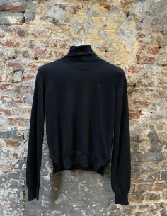 Black pullover with embroidered logo