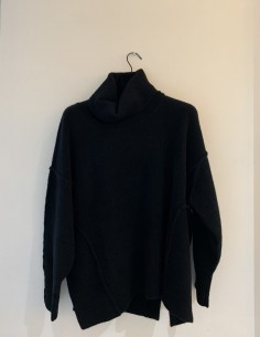 Black Wide Pull Rolled Collar Visible Stitching