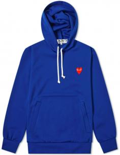 Sweat bleu à capuche avec patch coeur rouge