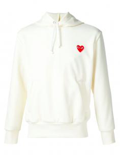 Sweat écru à capuche avec patch coeur rouge