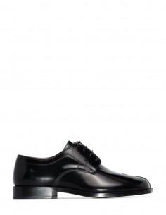 Black patent leather tabi toe derbies