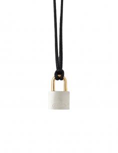 "Collier ""Lock"" AMBUSH breloque cadenas en argent avec lien en cuir noir - SS21"